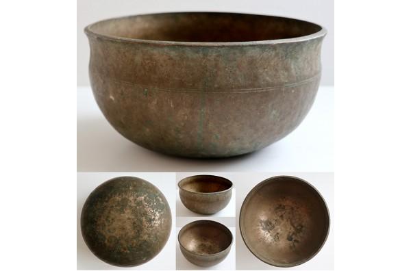 """Medium 9 ½ """" Antique Ultabati Singing Bowl 'As Found' – Low B2 (120Hz)"""