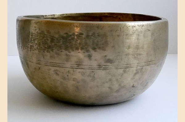 Heavy Antique Thadobati Singing & Talking Bowl – G4 (386 Hz)