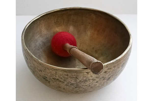 "Small 8 ¾"" Antique Jambati Singing Bowl – D3/Eb3 (150-154Hz)"