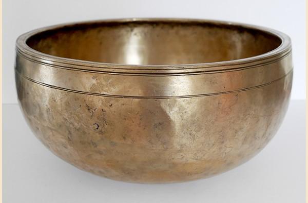 Large 12 inch Antique Jambati Singing Bowl – Exquisite F3