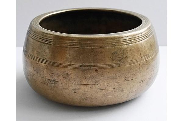 Rare Large Antique Mani Singing Bowl – F5 (717Hz)