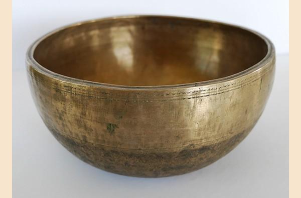 Superior Large Antique Thadobati Singing Bowl – G#3 & D5