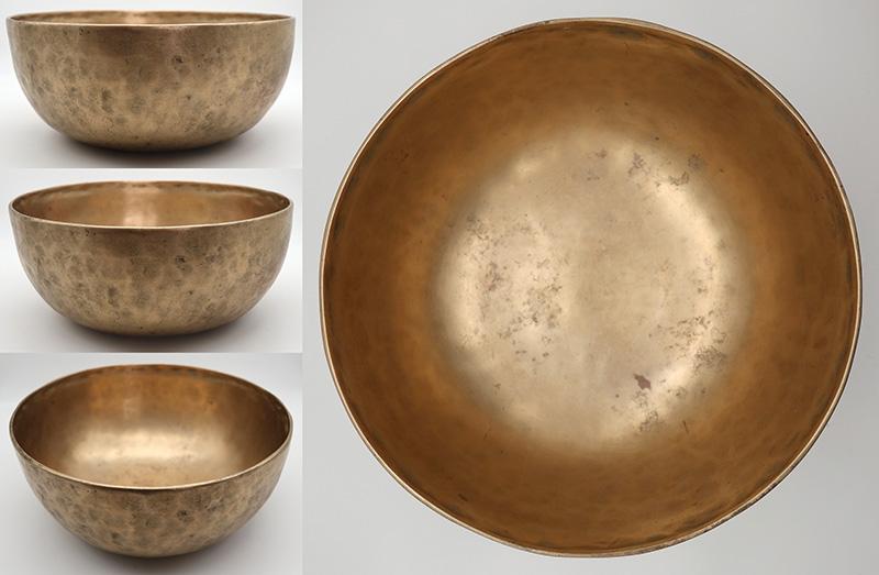 "Superb Large 11 "" Antique Jambati Singing Bowl – E2 (84Hz) With OM & Inscription"