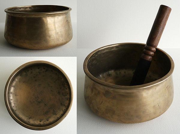 Antique Tibetan Thadobati Singing Bowl – Rare Form
