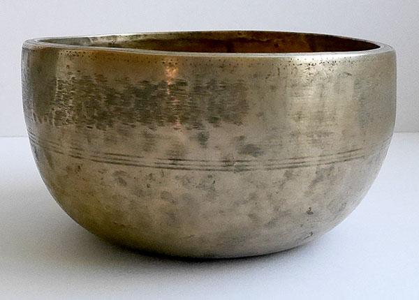 Heavy Antique Thadobati Singing & Talking Bowl – G4 (386 Hz)
