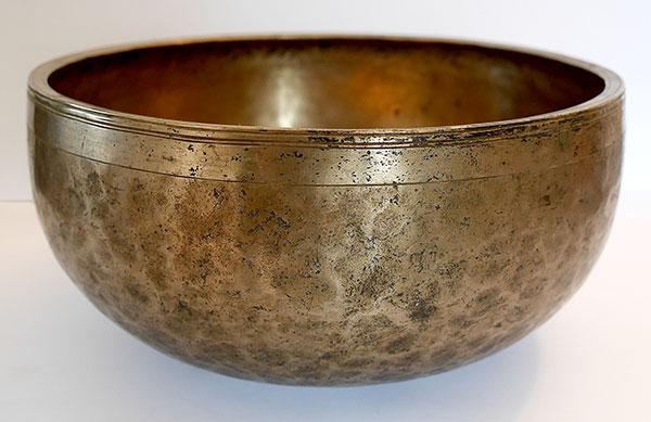 Large 10½-inch Antique Jambati Singing Bowl – Perfect Pitch Eb3