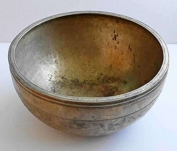 Large 11½ -Inch Antique Jambati Singing Bowl – F/F#3 (179-183Hz)