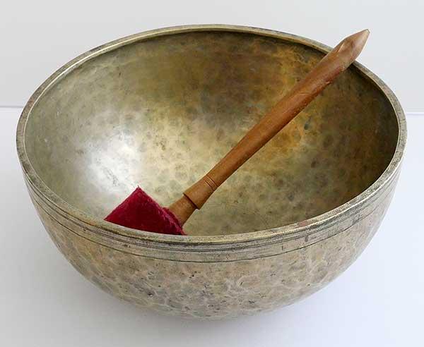 """Large 11 ¼"""" Antique Jambati Singing Bowl – Perfect Pitch Low A2 109/110Hz)"""