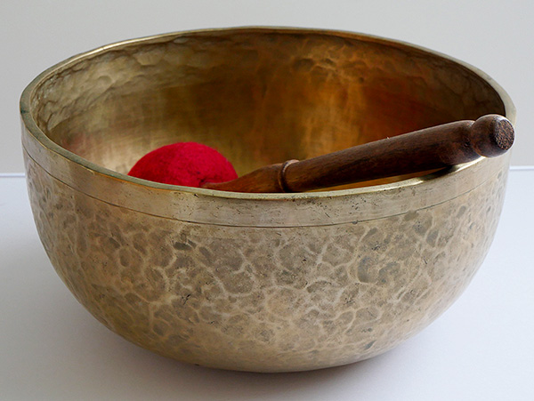 "Large 10 ¾"" Jambati Singing Bowl – Variable Fundamental G#2/D4 (102 & 297Hz)"