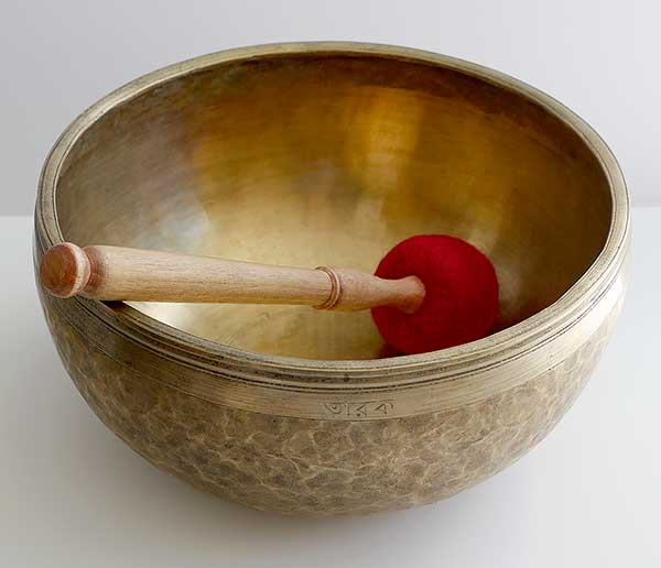 "Top Quality 11"" 20th Century Jambati Singing Bowl – F3 (176/9Hz) & Inscription"