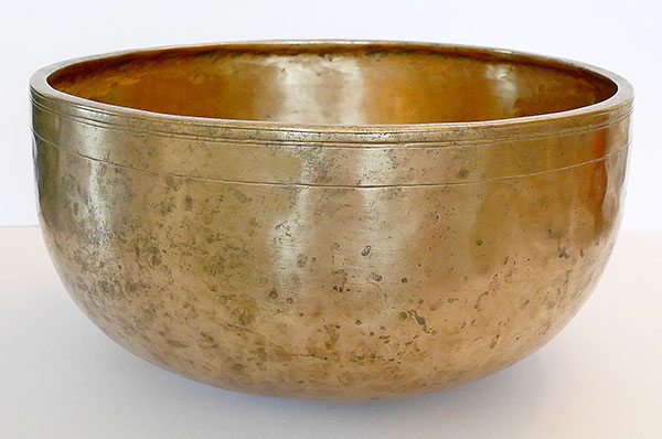 Large 11½-inch Antique Jambati Singing Bowl – B2 Perfect Pitch