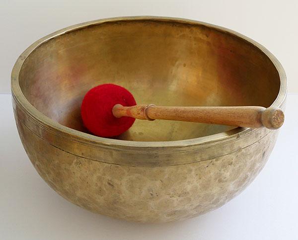 "Handsome 12 ¼"" Antique Jambati Singing Bowl - Perfect Pitch Bb2 & Excellent F#4"