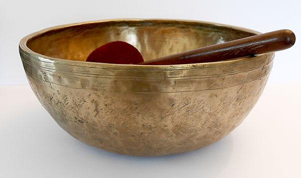 Huge 12½-inch Antique Jambati Singing Bowl – B2 (126Hz)