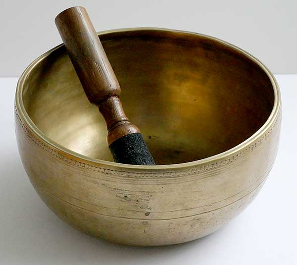 Golden Antique Thadobati Singing Bowl – B3 Multi-Harmonic Concert Pitch