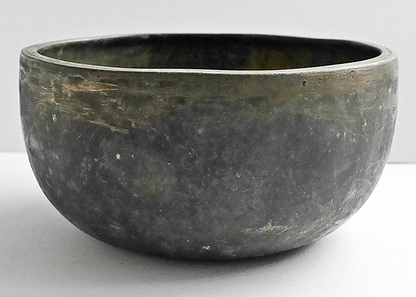 Heavy and Thick Antique Thadobati Bowl in 'As Found' Condition – E4 (335Hz)
