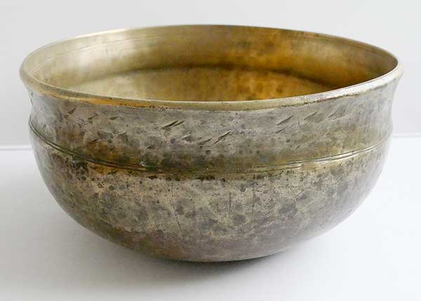 Unusual Antique Himalayan Ultabati Singing Bowl – C#3 (140Hz) Damaged