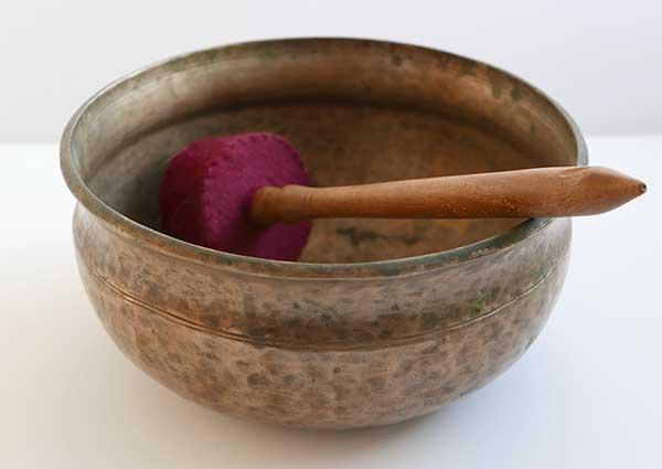 Antique Himalayan Ultabati Singing Bowl – Rare E3 (160Hz)