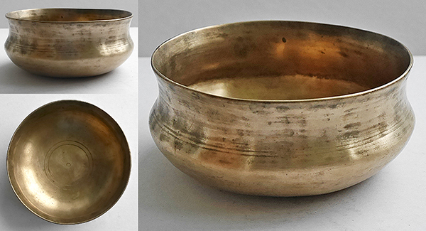 Unusual Tiny & Pretty Antique Singing Bowl – Bb4 Note